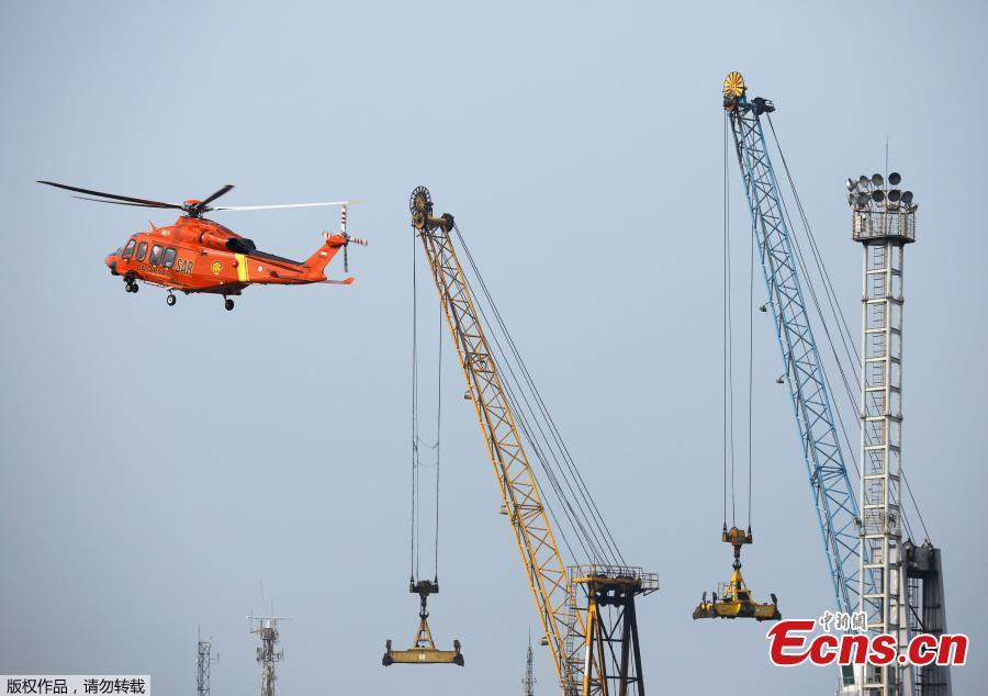 A search and rescue helicopter lands at Tanjung Priok port where the operations for the crashed Lion Air flight JT610 is based, in Jakarta, Indonesia, Oct. 30, 2018. Indonesia on Tuesday stepped up a search for an airliner that plunged into the sea with all 189 aboard feared dead, deploying underwater beacons to trace its black box recorders and uncover why an almost-new plane crashed minutes after take-off. (Photo/Agencies)