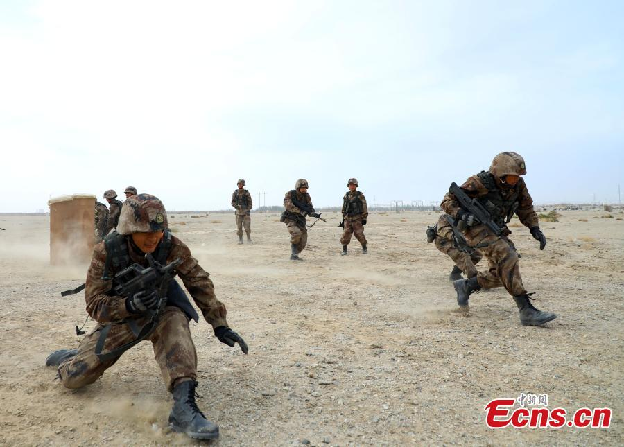 New soldiers undergo training at a military base in Northwest China's Xinjiang Uygur Autonomous Region, Oct. 29, 2018. The training programs focused on battlefield protection skills. (Photo: China News Service/Luo Xingcang)