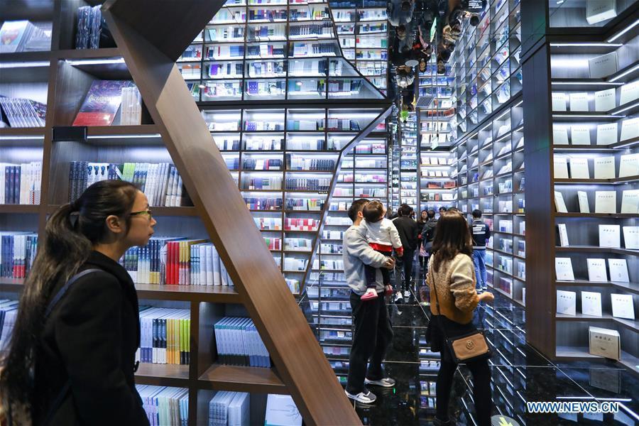 Readers browse at a bookstore named Zhongshuge in Guanshanhu District of Guiyang, southwest China\'s Guizhou Province, Oct. 28, 2018. The design of the bookstore Zhongshuge is inspired by the unique karst landform in Guizhou. (Xinhua/Liu Xu)
