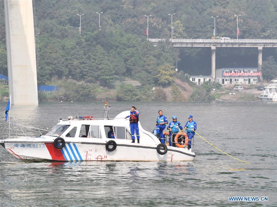 Photo taken on Oct. 29, 2018 shows rescuers working at the accident site in Wanzhou District, southwest China\'s Chongqing. Fifteen people were confirmed to have been on a bus that plunged into the Yangtze River in Chongqing on Sunday, local authorities said Monday. Two bodies have been retrieved from the river so far, but their identities are not yet known. The bus veered onto the wrong side of the road and collided into an oncoming private car before breaking through road fencing and flying off a bridge in Wanzhou District at 10:08 a.m. Sunday. Rescue work is still ongoing. With the help of a sonar system, professional rescue ships located an 11-meter-long and three-meter-wide object on the river bottom and it was believed that it is the sunken bus. (Xinhua/Wang Quanchao)