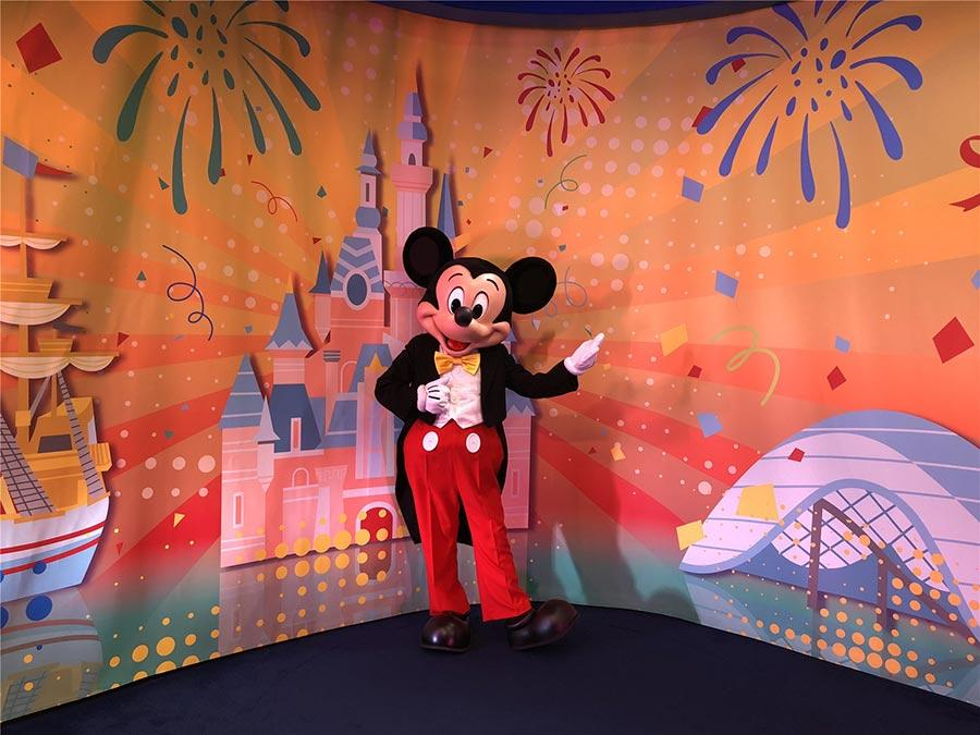 The resort welcomes guests to join Mickey's birthday celebration, which will feature themed events, fun photo opportunities, delicious birthday treats, commemorative merchandise and much more.  (Photo provided to chinadaily.com.cn)