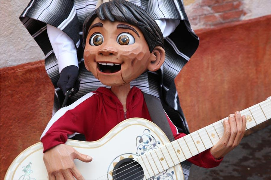 Guests are invited to step onto the set of Disney?Pixar\'s Coco and explore the small Mexican village of Santa Cecilia.  (Photo provided to chinadaily.com.cn)