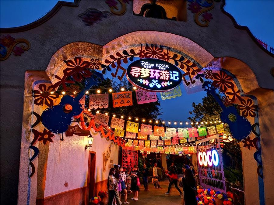 This fall, guests at Shanghai Disney Resort can enjoy a special limited-time experience inspired by Día de los Muertos.  (Photo provided to chinadaily.com.cn)