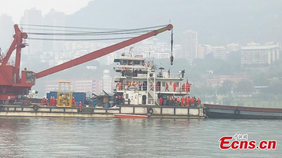 Rescuers work at the site of a bus accident in Wanzhou District, Southwest China\'s Chongqing Municipality, Oct. 30, 2018. The bus carrying a dozen passengers veered onto the wrong side of the road and collided with a car before plunging into the Yangtze River. Rescuers began to retrieve the bodies and salvage the bus on Tuesday morning. (Photo: China News Service/Liu Xianglin)
