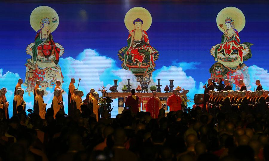 Photo taken on Oct 29, 2018 show the scene of a blessing ceremony at the fifth World Buddhist Forum in Putian, Fujian Province. (Photo/chinadaily.com.cn)  You Quan, a member of the Secretariat of the Communist Party of China and head of the United Front Work Department of the CPC Central Committee, called on Chinese Buddhist communities to hold onto the values of compassion, equality, harmony and mutual learning and contribute to building an open, inclusive, clean and beautiful world that enjoys lasting peace, universal security and common prosperity.  Master Kuan Yun, president of the Hong Kong Buddhist Association, said in the afternoon forum speech that religious communities on the Chinese mainland have been playing an important role in maintaining religious and social harmony.