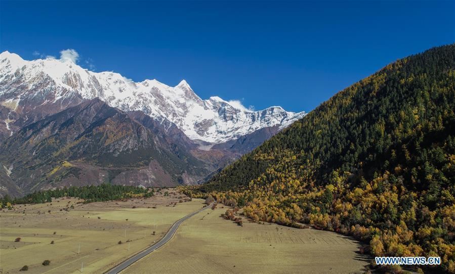 Aerial photo taken on Oct. 30, 2018 shows the scenery of Mount Namcha Barwa in Nyingchi, southwest China\'s Tibet Autonomous Region. (Xinhua/Liu Dongjun)