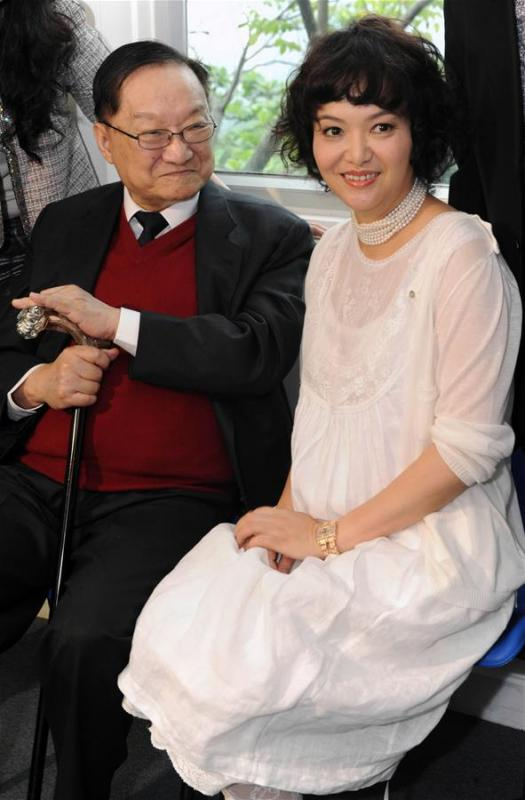 In this file photo, Jin Yong (L) attends an art exhibition of his daughter in Hong Kong, south China, on May 15, 2011. Famous Chinese martial arts novelist Louis Cha Leung-yung, more widely known by his pen name Jin Yong, died at 94 at a hospital in Hong Kong on Tuesday. Cha created many widespread martial arts novels between 1955 and 1972. Cha, who also co-founded the Hong Kong daily newspaper Ming Pao, has been regarded as one of the greatest and most popular martial arts writers. (Xinhua/Song Zhenping)