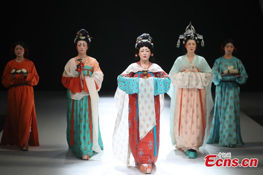 Women dressed in Tang Dynasty (618-907) costumes perform at a show by designer Chu Yan at China Fashion Week in Beijing, China, Oct. 30, 2018. (Photo: China News Service/Sheng Jiapeng)