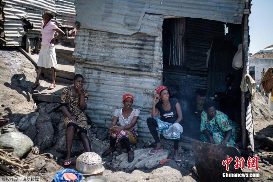 Women gather together on Migingo island on October 5, 2018 which is densely populated by residents fishing mainly for Nile perch in Lake Victoria on the border of Uganda and Kenya. A rounded rocky outcrop covered in metallic shacks, Migingo Island rises out of the waters of Lake Victoria like an iron-plated turtle. The densely-populated island is barely a quarter of a hectare large, its residents crammed into a hodge-podge of corrugated-iron homes, with seemingly little but a few bars, brothels and a tiny port to boast of. (Photo/Agencies)