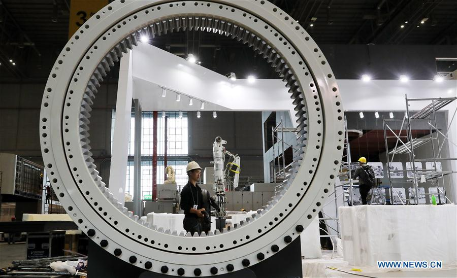 Workers install exhibits at an exhibition hall in the National Exhibition and Convention Center (Shanghai) in Shanghai, east China, on Oct. 30, 2018. The final work is underway to get all eight exhibition halls ready for the first China International Import Expo (CIIE), scheduled to be held from Nov. 5 to 10. (Xinhua/Fang Zhe)