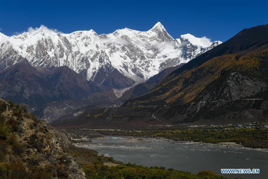 Photo taken on Oct. 30, 2018 shows the scenery of Mount Namcha Barwa in Nyingchi, southwest China\'s Tibet Autonomous Region. (Xinhua/Liu Dongjun)