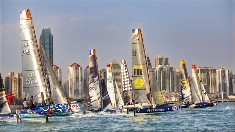 A total of 12 catamarans are neck and neck during the 2018 Extreme Sailing Series Qingdao Mazarin Cup. (Photo by Sun Zhensheng/for chinadaily.com.cn)