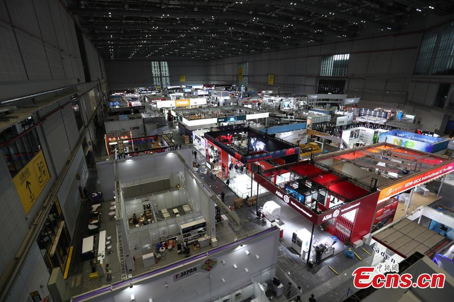 This photo taken on Nov. 2, 2018 shows intelligent and high-end equipment are in place at the exhibition hall of the first China International Import Expo (CIIE). Covering a total exhibition area of 60,000 square meters, it will showcase large and heavy products in the technology-intensive fields of aerospace, robotics and automation. More than 400 enterprises from 40 countries and regions all over the world will participate in this expo. (Photo: China News Service/Zhang Hengwei)