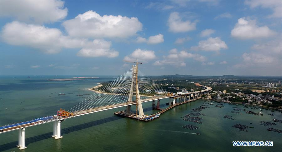 Aerial photo taken on Nov. 3, 2018 shows Puqian Bridge under construction in south China\'s Hainan Province. The closure of the main bridge of Puqian Bridge spanning a geological fault line was finished on Saturday. (Xinhua/Guo Cheng)