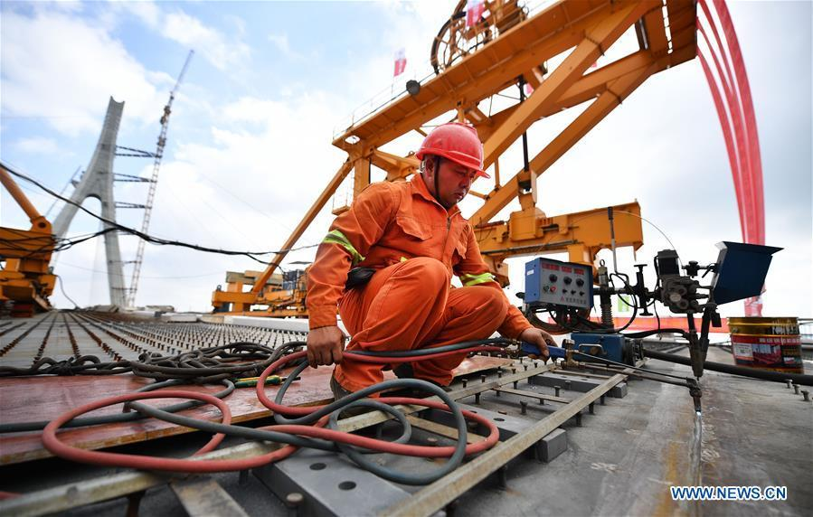 A man works at the construction site of Puqian Bridge in south China\'s Hainan Province, Nov. 3, 2018. The closure of the main bridge of Puqian Bridge spanning a geological fault line was finished on Saturday. (Xinhua/Guo Cheng)