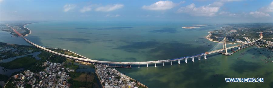 Stitched photo taken on Nov. 3, 2018 shows Puqian Bridge under construction in south China\'s Hainan Province. The closure of the main bridge of Puqian Bridge spanning a geological fault line was finished on Saturday. (Xinhua/Guo Cheng)