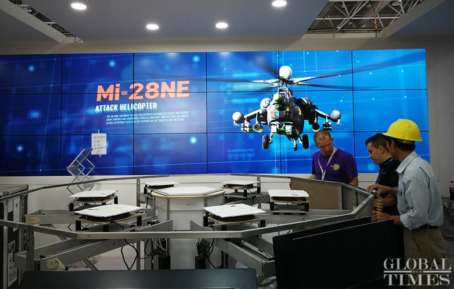 Employees of Roscosmos, Russia\'s state corporation for space flight and cosmonautics, assemble their booth before the opening of Air Show China 2018 on Sunday.  (Photo: Yang Sheng/GT)