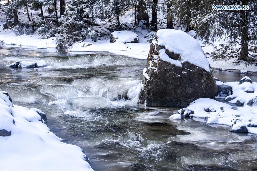 Photo taken on Nov. 4, 2018 shows snow scenery of a creek in Nanshan scenic spot in southern Urumqi, capital of northwest China\'s Xinjiang Uygur Autonomous Region. (Xinhua/Du Gang)