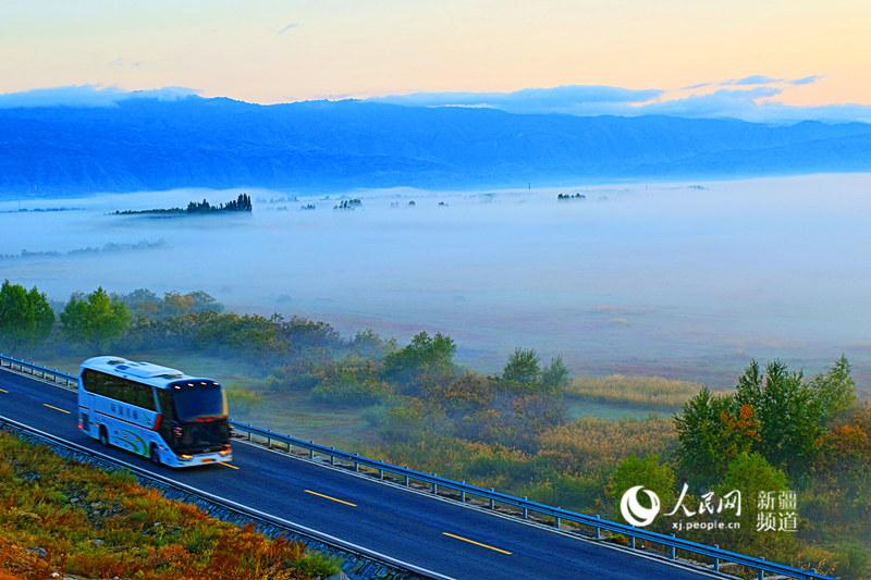 Thin mist falls over the Burqin of Altay region in Xinjiang Uygur Autonomous Region, making the small county look like a wonderland.  (Photo/people.cn)