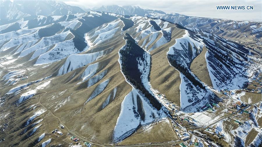 Aerial photo taken on Nov. 4, 2018 shows snow scenery of a village in southern Urumqi, capital of northwest China\'s Xinjiang Uygur Autonomous Region. (Xinhua/Du Gang)