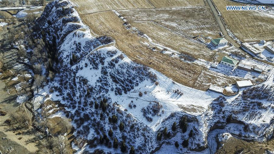Aerial photo taken on Nov. 4, 2018 shows snow scenery in suburb of Urumqi, capital of northwest China\'s Xinjiang Uygur Autonomous Region. (Xinhua/Hu Huhu)