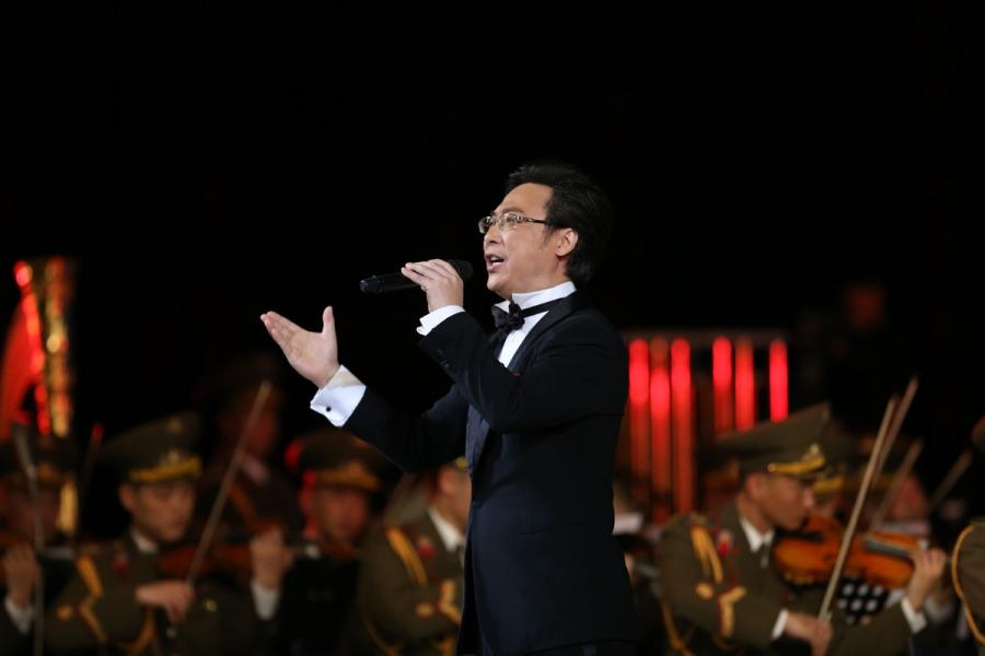 Chinese singer Liao Changyong performs during a joint performance presented by literary and art workers from China and Democratic People\'s Republic of Korea (DPRK), in Pyongyang, DPRK, on Nov. 3, 2018. (Photo/Xinhua)