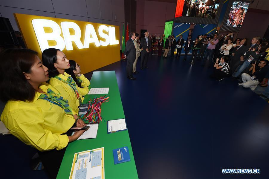 People visit the Brazil pavilion during the first China International Import Expo (CIIE) in Shanghai, east China, Nov. 5, 2018. A total of 82 countries and three international organizations showcased their achievements in economic and trade development as well as competitive products at 71 booths in the Country Pavilion for Trade and Investment at the CIIE. (Xinhua/Han Yuqing)