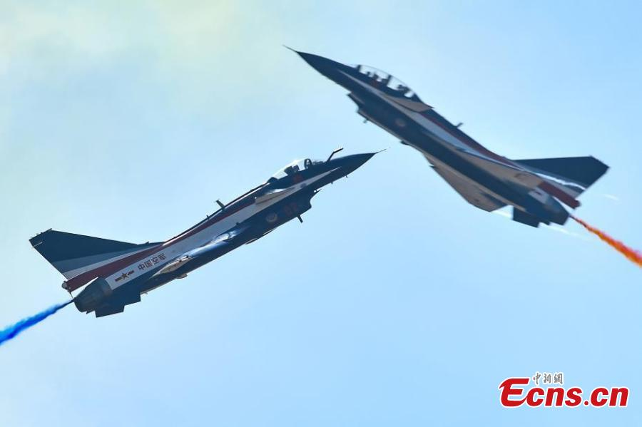 Fighter jets of China\'s Bayi Aerobatic Team perform at the 12th China International Aviation and Aerospace Exhibition (Airshow China) in the southern port city of Zhuhai, Guangdong Province on November 6, 2018.  (Photo: China News Service/ Chen Jimin)