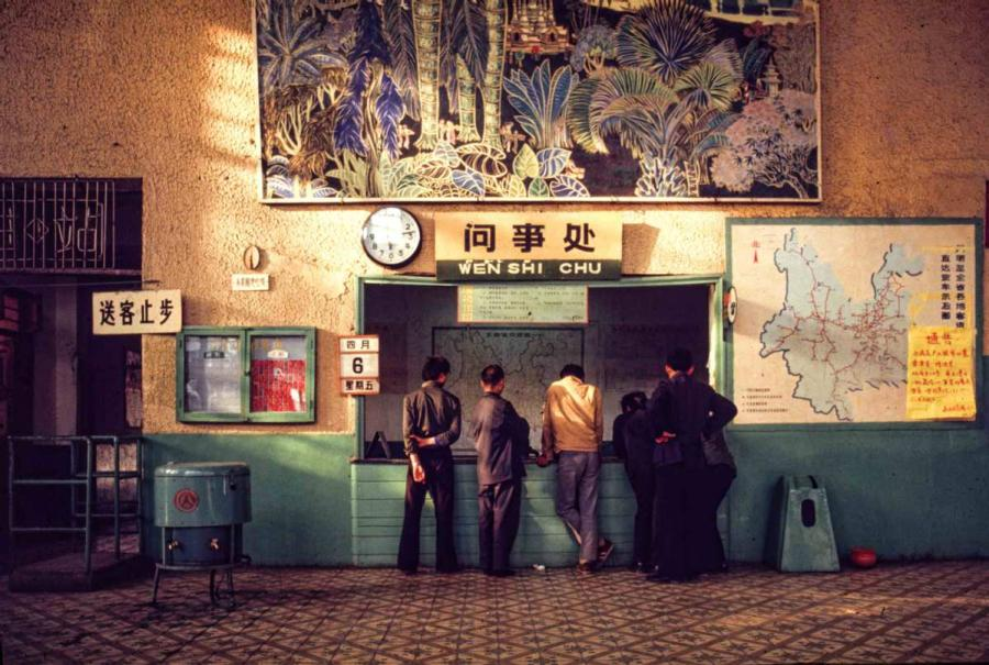 The waiting room at Kunming West Railway Station in Southwest China\'s Yunnan Province. (Photo by Jamie Fouss/provided to chinadaily.com.cn)