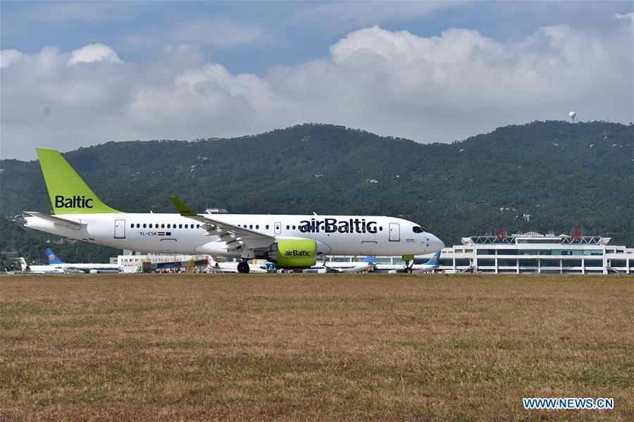 An Airbus A220 jet airliner arrives at the Zhuhai Airport for the upcoming China International Aviation and Aerospace Exhibition in Zhuhai, south China\'s Guangdong Province, Nov. 5, 2018. The exhibition is scheduled to be held on Nov. 6-11. (Xinhua/Liang Xu)