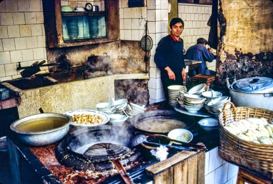 A local steamed buns stand.  (Photo by Jamie Fouss/provided to chinadaily.com.cn)