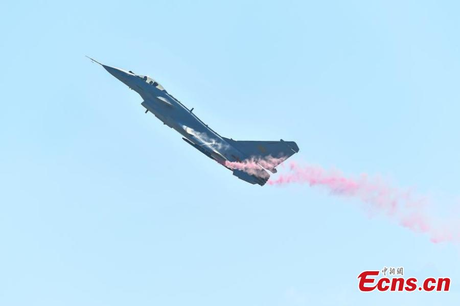 A J-10B fighter jet performs at the 12th China International Aviation and Aerospace Exhibition (Airshow China) in the southern port city of Zhuhai, Guangdong Province on November 6, 2018.  (Photo: China News Service/ Chen Jimin)