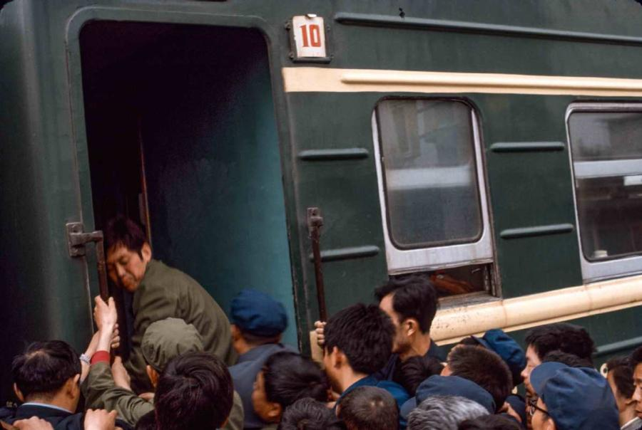 People fight to get on the train first. (Photo by Jamie Fouss/provided to chinadaily.com.cn)