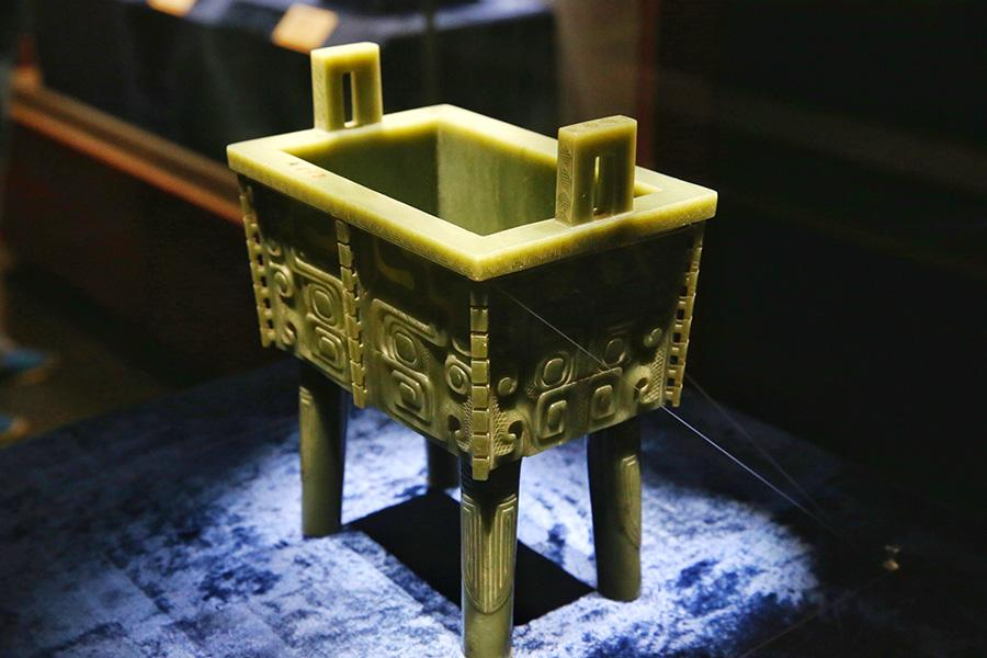 A selection of 93 jades from the holdings of the Summer Palace and the Institute of Qing History of Renmin University are on show at the Summer Palace\'s Dehe Garden through Dec. 8. (Photo/China Daily)