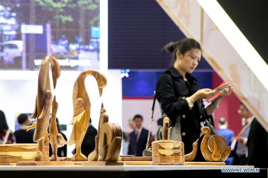 People visit the Egypt pavilion during the first China International Import Expo (CIIE) in Shanghai, east China, Nov. 5, 2018. A total of 82 countries and three international organizations showcased their achievements in economic and trade development as well as competitive products at 71 booths in the Country Pavilion for Trade and Investment at the CIIE. (Xinhua/Li Jing)