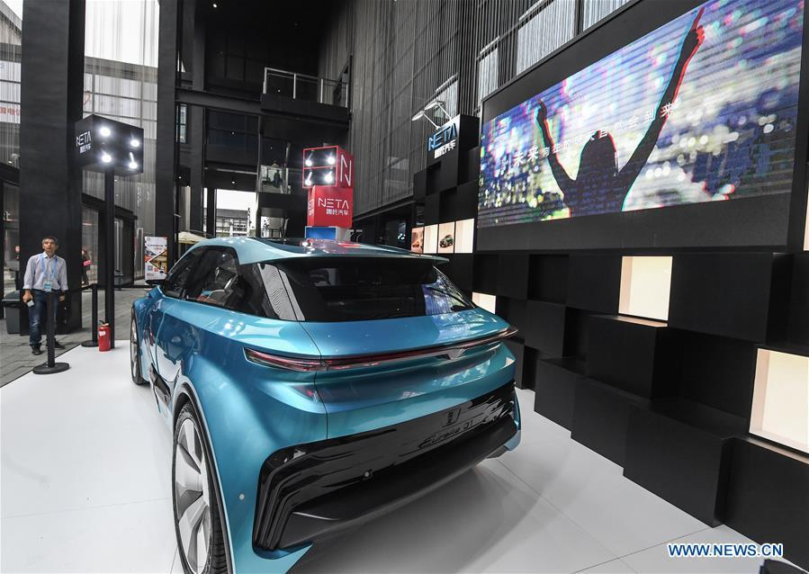 A smart automobile is displayed at the Light of Internet Expo of the fifth World Internet Conference in Wuzhen Township of Tongxiang, east China\'s Zhejiang Province, Nov. 6, 2018. Opening here on Tuesday, the exposition focuses on the world\'s most recent internet development trends and cutting-edge technologies, showing the latest internet technologies, achievements, products and applications of more than 430 enterprises and institutions from home and abroad. (Xinhua/Xu Yu)
