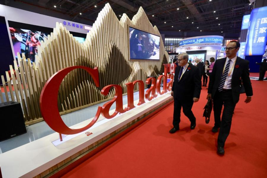 Canada  In 2017, Canada\'s GDP was about $1.65 trillion and it is the 10th largest economy in the world, according to the World Bank. (Photo/China Daily)  Sino-Canadian trade has become increasingly close in recent years. Last year, the bilateral trade volume between China and Canada was $51.76 billion, a year-on-year increase of 13.3 percent. China\'s exports to Canada totaled $31.39 billion, up 14.8 percent year-on-year, and China\'s imports from Canada amounted to $20.37 billion, up 11.1 percent compared with the previous year. The main commodities exported by China to Canada included telephones, fax machines, automatic data processing equipment and auto parts. The main commodities imported from Canada were rapeseed, wood pulp, wood and soybeans.  Canadian companies from various sectors, including intelligent and high-end equipment, medical equipment and medical care, food and agricultural products, participate in the Shanghai expo.
