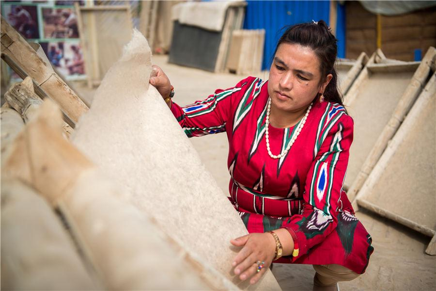 The handmade mulberry paper in Xinjiang Uygur autonomous region exemplifies the traditional Chinese paper-making technique. Known for its resilience and high corrosion resistance, it documents many ancient cultural exchanges between China and countries in Asia and Europe. In recent years, many artists use this paper as canvas to bring this cultural heritage back into the public eye. (Photo provided to chinadaily.com.cn)