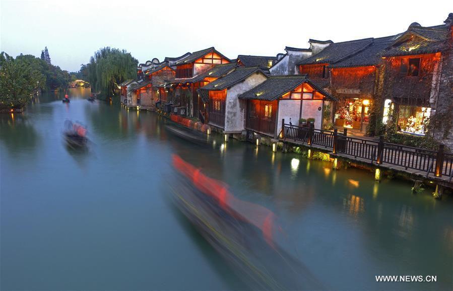 Photo taken on Nov. 6, 2018 shows the scenery of Wuzhen, east China\'s Zhejiang Province. The fifth World Internet Conference (WIC) is scheduled to run from November 7-9 in the river town of Wuzhen. (Xinhua/Cai Yang)
