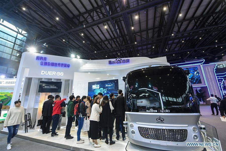 Visitors look at an auto-pilot vehicle at the Light of Internet Expo of the fifth World Internet Conference in Wuzhen Township of Tongxiang, east China\'s Zhejiang Province, Nov. 6, 2018. Opening here on Tuesday, the exposition focuses on the world\'s most recent internet development trends and cutting-edge technologies, showing the latest internet technologies, achievements, products and applications of more than 430 enterprises and institutions from home and abroad. (Xinhua/Xu Yu)