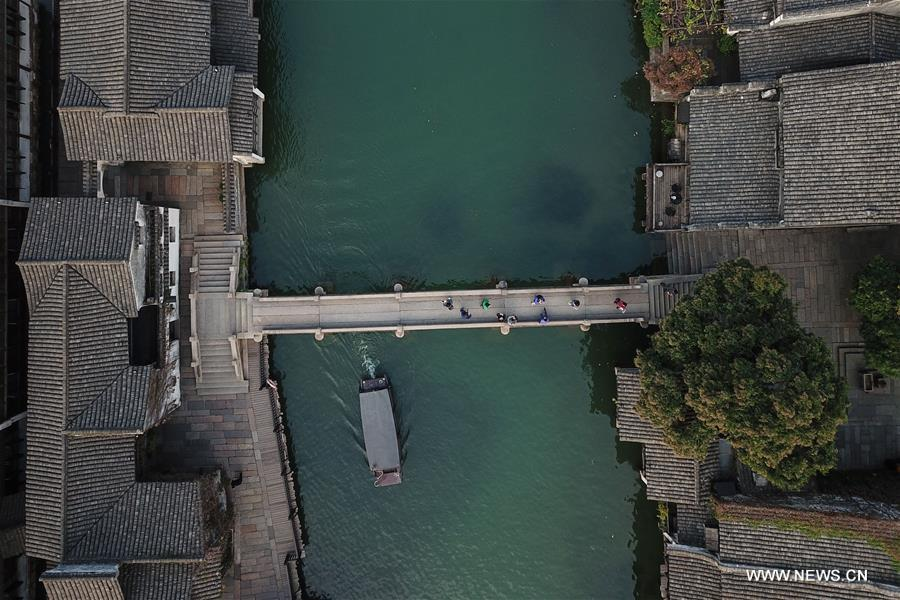 Aerial photo taken on Oct. 31, 2018 shows the scenery of Xizha scenic spot within Wuzhen, east China\'s Zhejiang Province. The fifth World Internet Conference (WIC) is scheduled to run from November 7-9 in the river town of Wuzhen. (Xinhua/Huang Zongzhi)