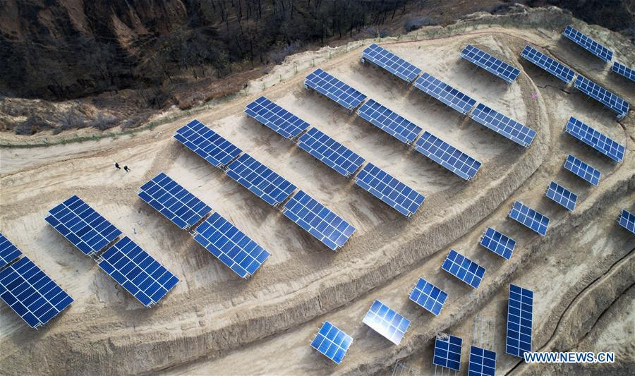 Aerial photo taken on Nov. 7, 2018 shows a photovoltaic power station built under an inter-village poverty relief program in Huojiaping Village of Yihe Township, Suide County, northwest China\'s Shaanxi Province. Located on the Loess Plateau, Suide County has abundant sunshine and idle lands which are ideal for the construction of photovoltaic power stations. Currently, local authorities are working with a provincial branch of electricity service provider State Grid on a 33-megawatt photovoltaic power station. (Xinhua/Liu Xiao)