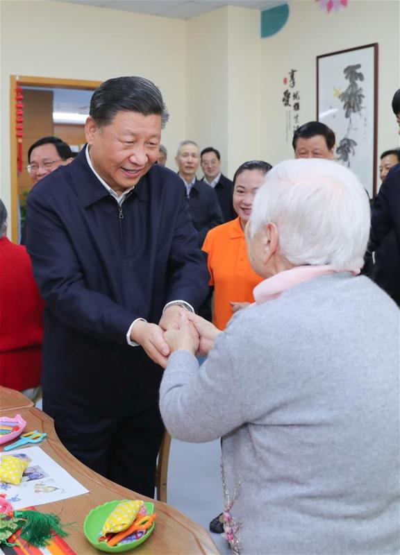 Chinese President Xi Jinping, also general secretary of the Communist Party of China Central Committee and chairman of the Central Military Commission, shakes hands with a citizen at a nursery for the elderly of a community center in Hongkou District of east China\'s Shanghai, Nov. 6, 2018. Xi Jinping made a two-day inspection in Shanghai, which ended on Wednesday. (Xinhua/Xie Huanchi)