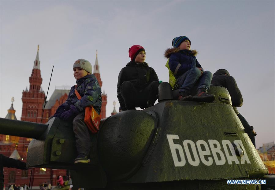 Children attend a rally to mark the 101st anniversary of Russia\'s 1917 October Revolution, in Moscow, Russia, Nov. 7, 2018. (Xinhua/Bai Xueqi)