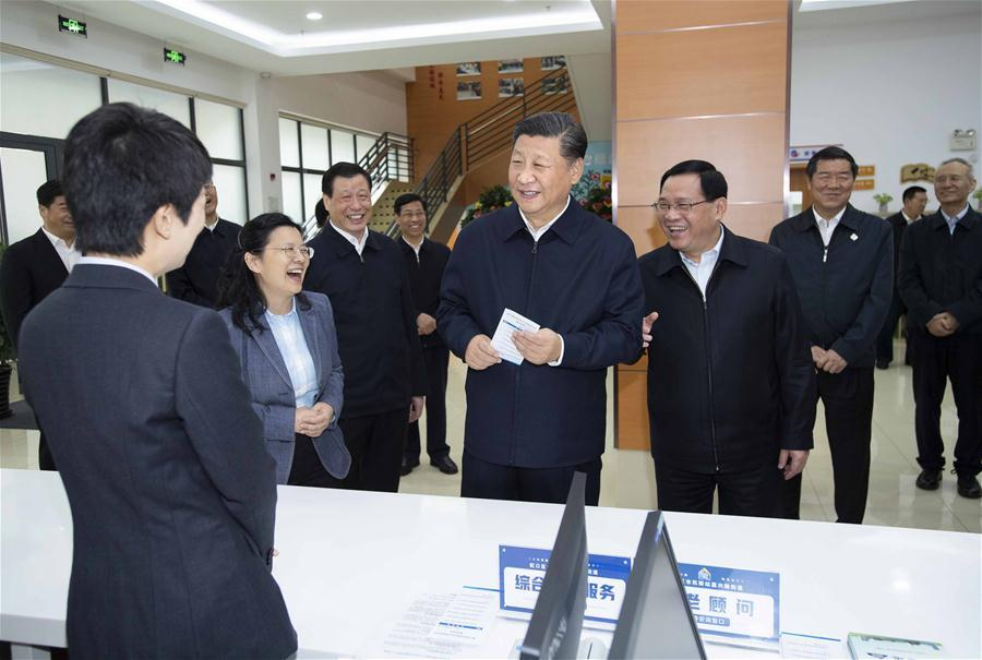 Chinese President Xi Jinping, also general secretary of the Communist Party of China Central Committee and chairman of the Central Military Commission, talks with staff members at a community center in Hongkou District of east China\'s Shanghai, Nov. 6, 2018. Xi Jinping made a two-day inspection in Shanghai, which ended on Wednesday. (Xinhua/Li Tao)