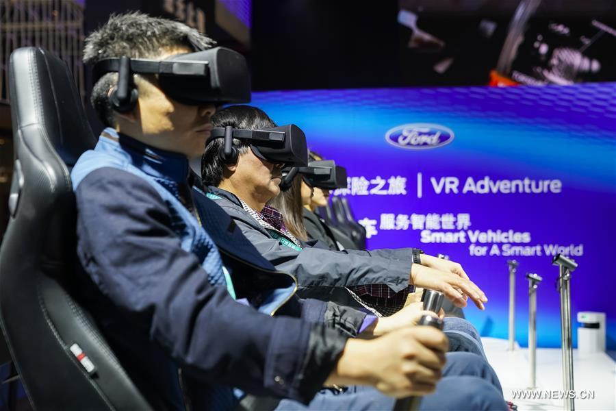 Visitors experience VR set at the booth of Ford during the first China International Import Expo (CIIE) in Shanghai, east China, Nov. 7, 2018. (Xinhua/Shen Bohan)