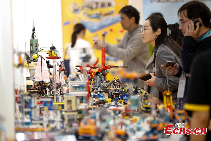 Visitors are attracted by toys developed by LEGO Group at the first China International Import Expo in Shanghai, Nov. 8, 2018. (Photo: China News Service/ Du Yang)