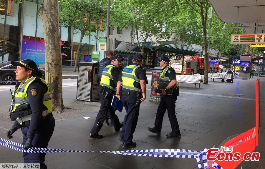 Policemen block members of the public from walking towards the Bourke Street mall in central Melbourne, Australia, November 9, 2018.  Australian police reported multiple people were hurt in a rush hour stabbing incident. (Photo/Agencies)