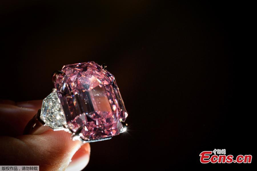 The Pink Legacy, a 18.96 carat fancy vivid pink diamond once owned by Oppenheimer family is displayed on November 8, 2018 during a press preview ahead of sales by Christie\'s auction house in Geneva. The auction will take place in Geneva on November 13, 2018. (Photo/Agencies)