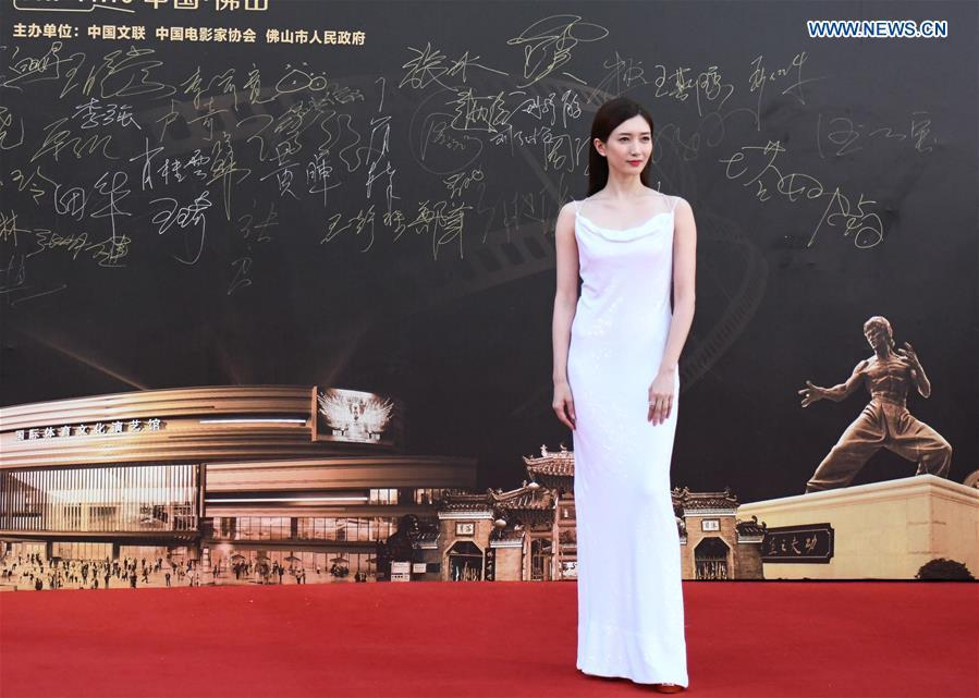 Actress Jiang Shuying attends the red carpet ceremony of the 27th China Golden Rooster & Hundred Flowers Film Festival in Foshan, south China\'s Guangdong Province, Nov. 10, 2018. The red carpet ceremony of the 27th China Golden Rooster & Hundred Flowers Film Festival was held here on Saturday. (Xinhua/Deng Hua)
